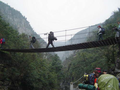 华蓥山风景区位于四川盆地东北部中国优秀旅游城市华