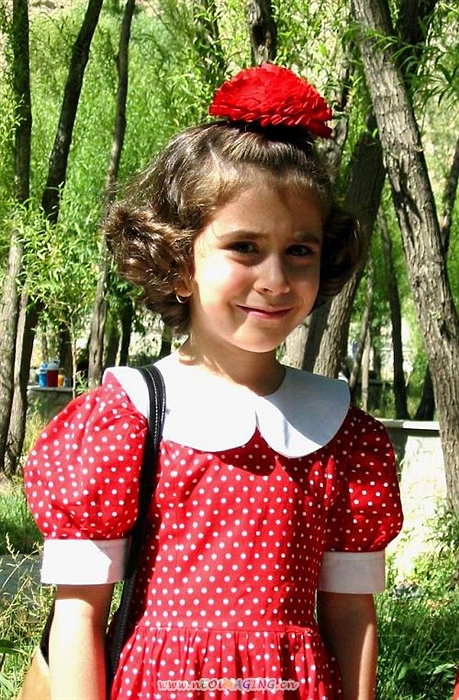 最喜欢的就是可爱的伊朗洋娃娃了,大眼睛忽闪忽闪的,可爱极了,你看