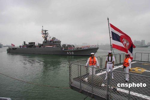 艇编队结束访问南海舰队离开湛江图片