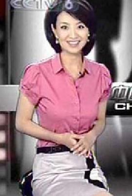《中国电影报道》女主持疑似凸点