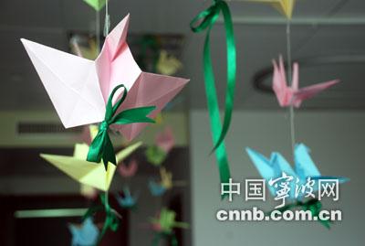 千纸鹤代表宁波人民的爱心