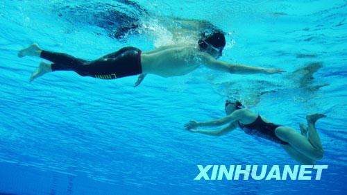 中国游泳队亮相水立方[组图]