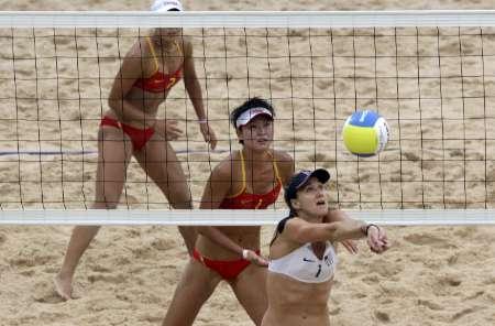 北京时间8月21日11:00,北京奥运会女子沙滩排球比赛决赛进高清图片