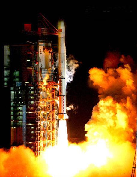 中国长征系列运载火箭搭载北斗导航卫星发射升空[资料图片]