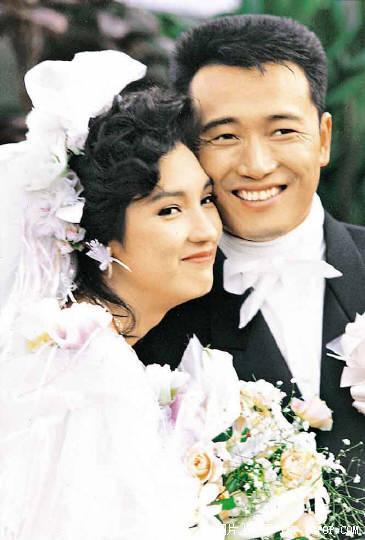 戚美珍 苗侨伟/二十年前明星结婚老照片(图)