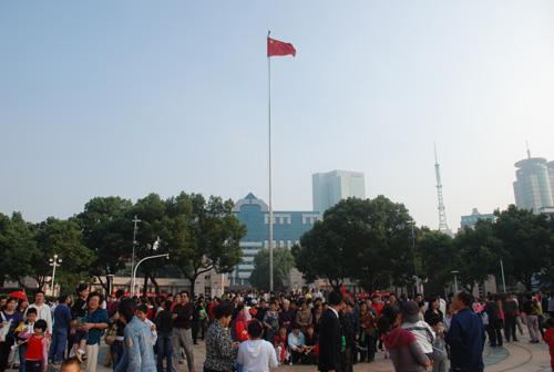 升国旗仪式_宁波阳光广场升国旗仪式(图)