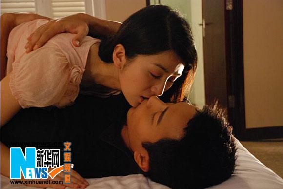 《单亲妈妈》海报曝光 刘恺威刘庭羽首拍吻戏