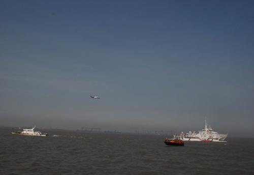 """陆从兵/""""雪龙""""号租用直升机失事坠海3人获救1人失踪。陆从兵、张鑫鑫..."""