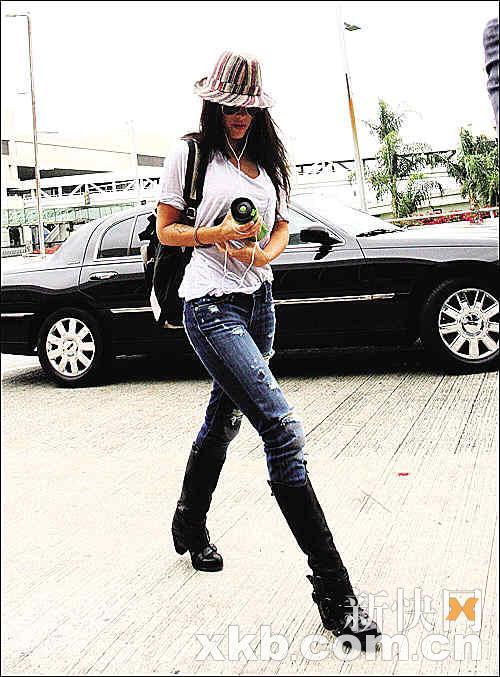 组图:美女穿上牛仔裤 演绎风情大不同 风情