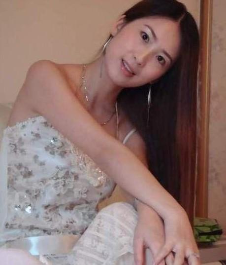 芙蓉姐姐 整容/据说这是芙蓉姐姐整容后的照片,可惜芙蓉姐姐还是一成不变。