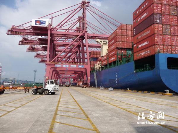 <em>宁波港口</em>位于南北沿海运输和长江东西水路运输