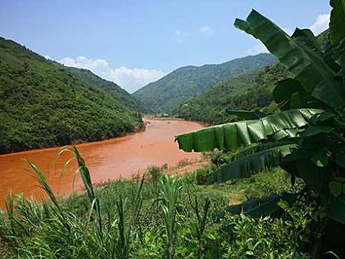 越南是由红河三角洲、湄公河三角洲、高地组成吗