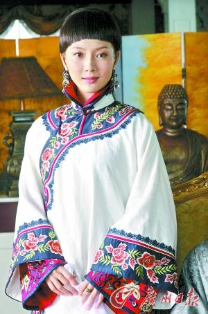 赵胤胤 美眉/褪去旗袍化身清末美女的陈数气质仍然高雅。