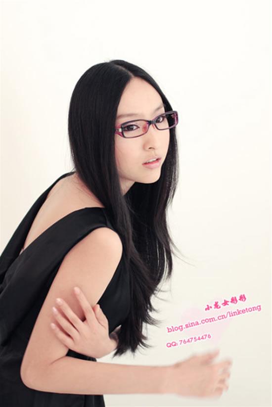 美女小龙女彤彤 变为天使的性感与知性!