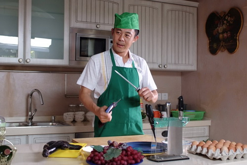 《a攻略攻略》热拍侯勇烹制煮男私房菜-侯勇app游戏公司攻略图片