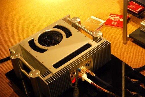合并式放大器:前置放大器+功率放大器.-精心打造听觉享受 汽车音响图片