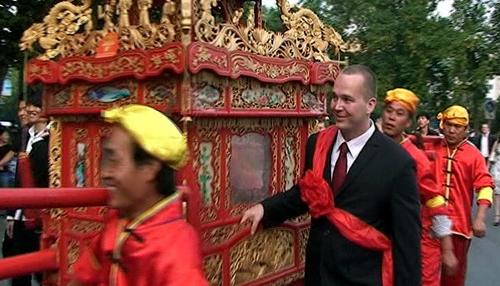 约克听说中国式婚礼很有意思,在与新娘商量后决定用中式婚礼作为自己图片