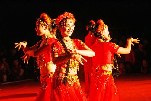 六朵金花歌舞团表演 歌舞团表演视频 农村歌舞团真开放视频