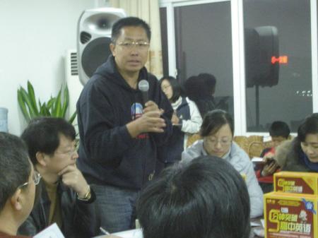 李阳与姜山中学老师交流教学经验