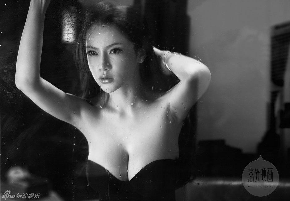 美女少妇性感喷血图片_氧气美女薄纱性感私房梦幻喷血激情_情感花边