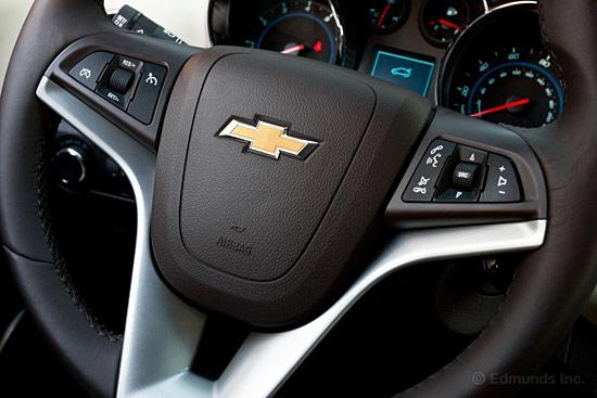 2011款雪佛兰科鲁兹LTZ-对比试驾 2011款科鲁兹VS2012款福克斯高清图片