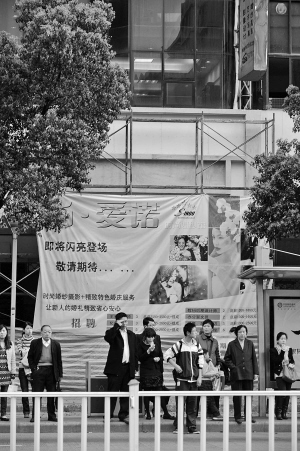 宁波的中华老字号天胜照相馆打出时髦新招牌