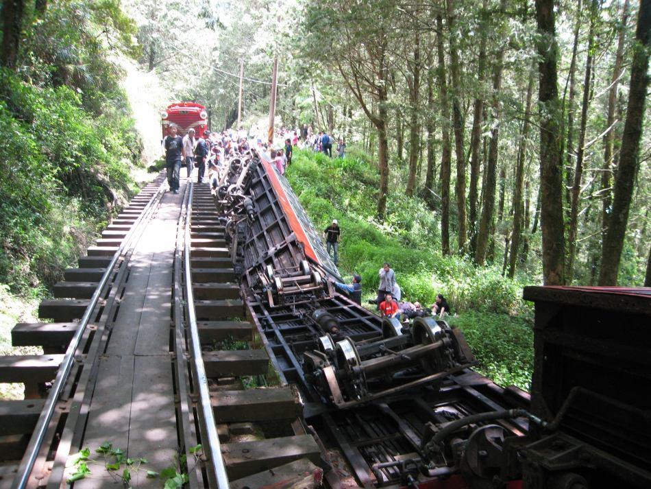 台湾景区小火车翻覆造成伤亡-台湾,阿里山,翻车-中国