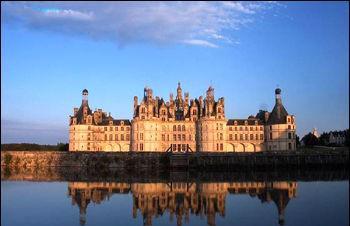 波城古堡-法国酒红色浪漫之旅 酒在杯中心在途中