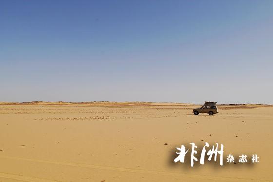 """走进传说中的""""黑白沙漠""""(组图)-传说,山顶,动物造型"""