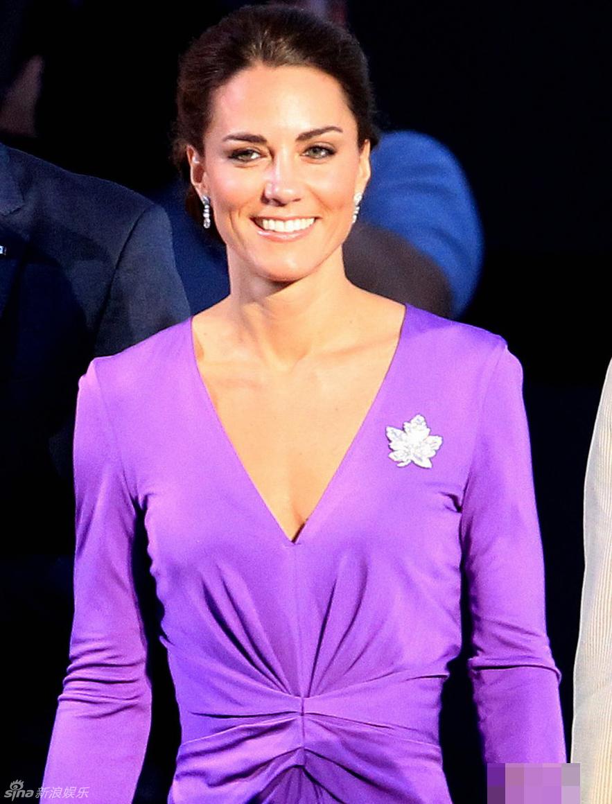 凯特/王妃凯特紫色深V裙加拿大亮相笑容性感迷人