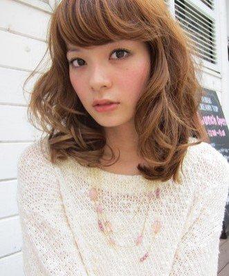 今年流行的女发卷发 今年流行发型卷发女 女发型今年最流行卷发