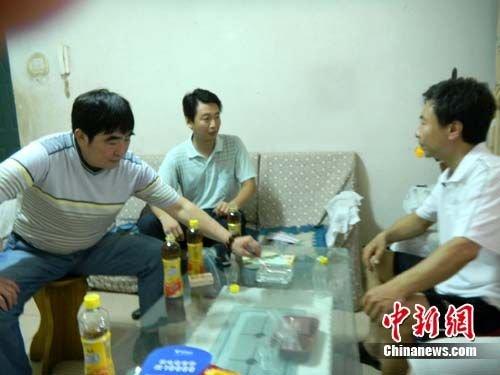 河北体育局领导看望张尚武家人 亲人盼其回家图片