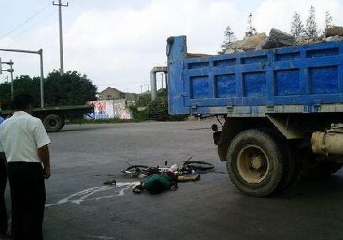 中国车祸视频集锦_北仑迎宾路发生车祸一人死亡--中国宁波网-对话