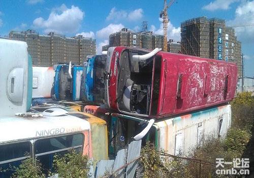 宁波公交车坟墓 分外凄凉图片