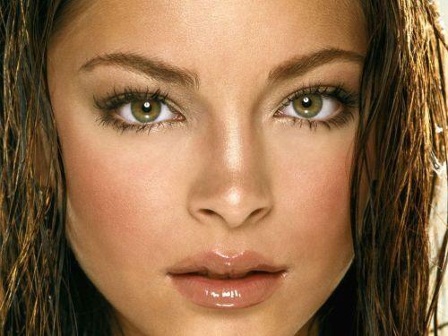 绿色 双眸/TOP8 克莉丝汀·克鲁克——她有非常迷人的绿色眼睛,她在《超人...