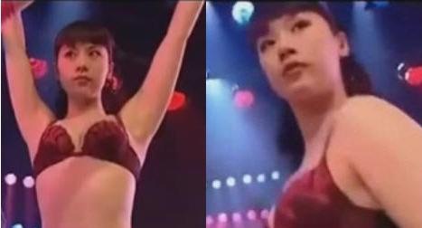 海清/近日,网上曝光了一组海清N年前与王艳飙舞的视频,片中海清上身...
