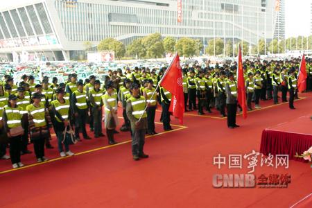 宁波千人交通志愿团启动 提供搭乘导乘等十项服务