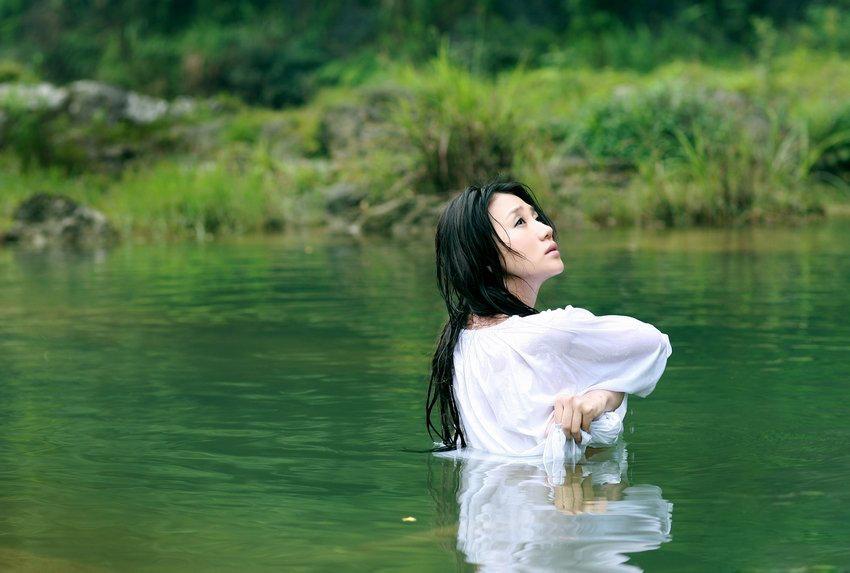 裸浴写真 彰显性感 阿朵 半裸 写真 性感