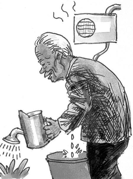 马桶水箱里放一个可乐瓶