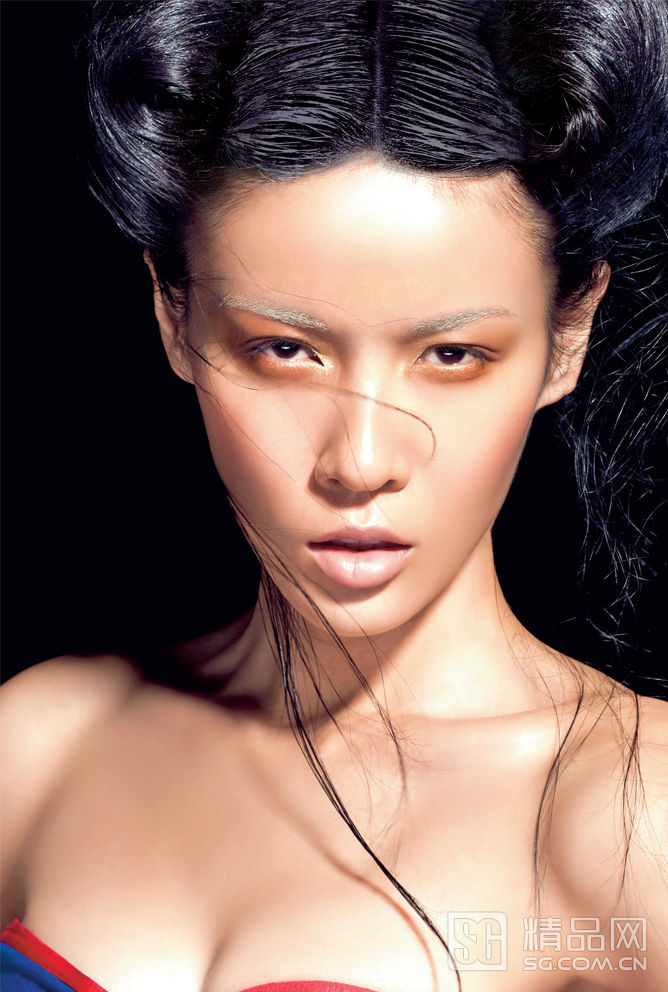 发型 剩女/夜:趣味发型与饱和色衣装相称