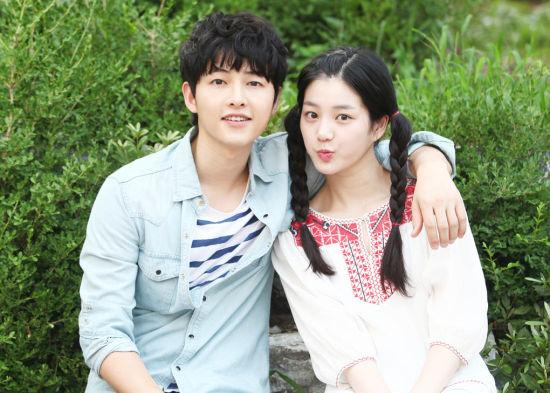 宋仲基饰演的姜麻鹿从纯朴的医科大学生被心爱的女友图片