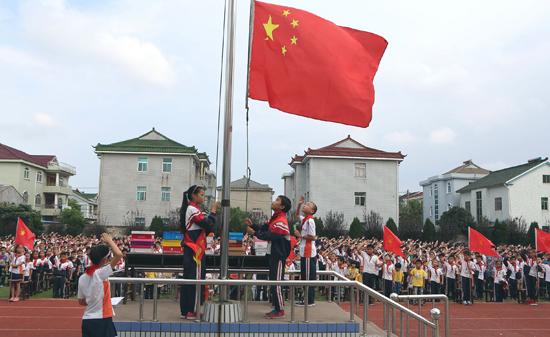 升旗仪式图 升旗仪式图片 中国升旗仪式 北京升旗仪式 幼儿园升旗仪式