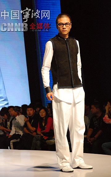 中国新锐服装设计师携作品亮相宁波服博会(组图)