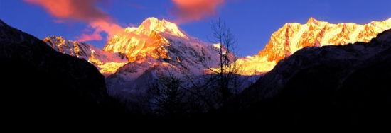 穿越藏地雪山 聆听阳刚与阴柔之美的对白