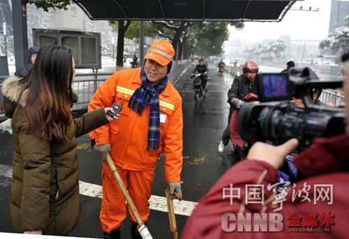 """宁波""""最可爱的人""""在风雪中传递温情和关怀"""