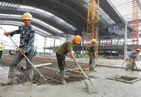火车南站站房主体结构完工