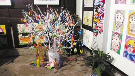 儿童美术环保作品展亮相群星展厅图片