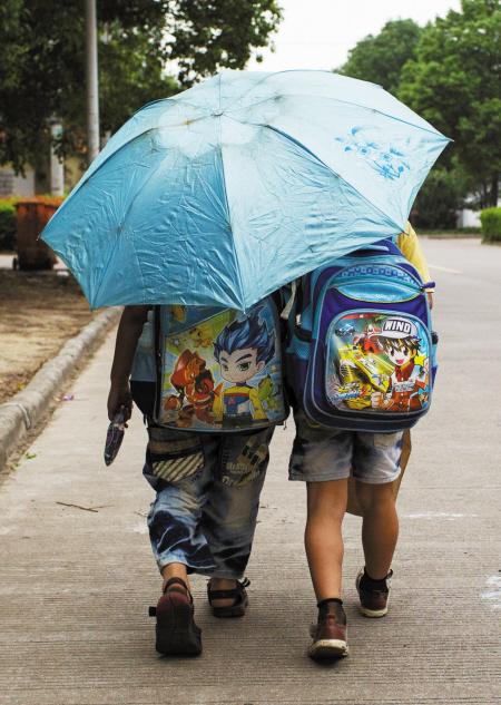 伞下-倒地不起,文艺演出,梅雨季节,一阵雨,不知