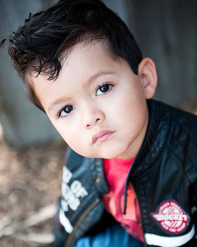 这款男孩的发型超级可爱,后面清爽修剪,很适合夏日.前面长高清图片