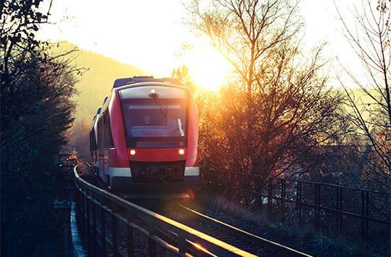 购买火车月票  如果你大致知道你将会去哪里旅行,你可以事先购买火车